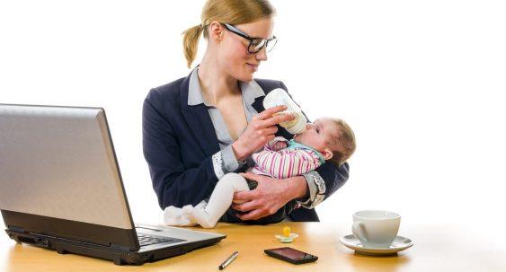 femme d'affaire femme au foyer bébé
