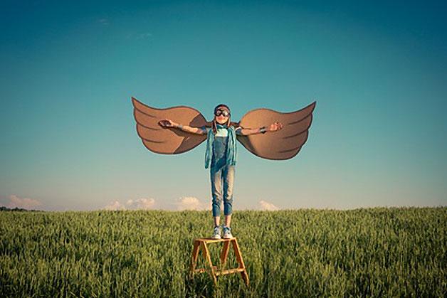 enfant avec des ailes